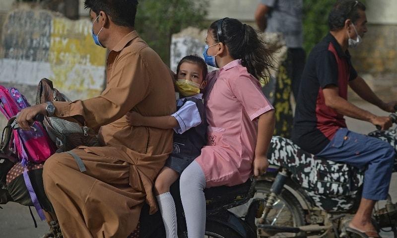 ملک میں مسلسل دوسرے روز بھی ایک ہزار سے کم کیسز ریکارڈ ہوئے — فائل فوٹو: اے ایف پی