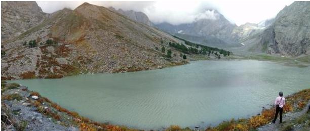 کمراٹ اور چترال کے بارڈر پر واقع شازور جھیل کا ایک منظر—عظمت اکبر