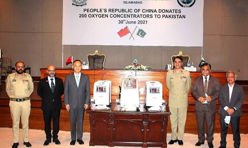 این ڈی ایم اے کے چیئرمین نے عوام اور حکومت پاکستان کی جانب سے آکسیجن کنسنٹریٹرز عطیہ کرنے پر چین کی عوام اور حکومت کا شکریہ ادا کیا — فوٹو: بشکریہ این ڈی ایم اے ٹوئٹر