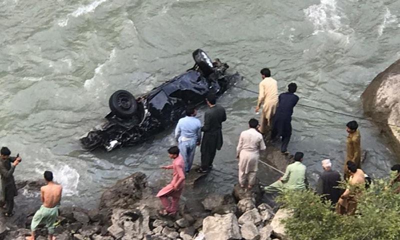 دریائے نیلم میں گاڑی گرنے سے ایک ہی خاندان کے چھ افراد جاں بحق
