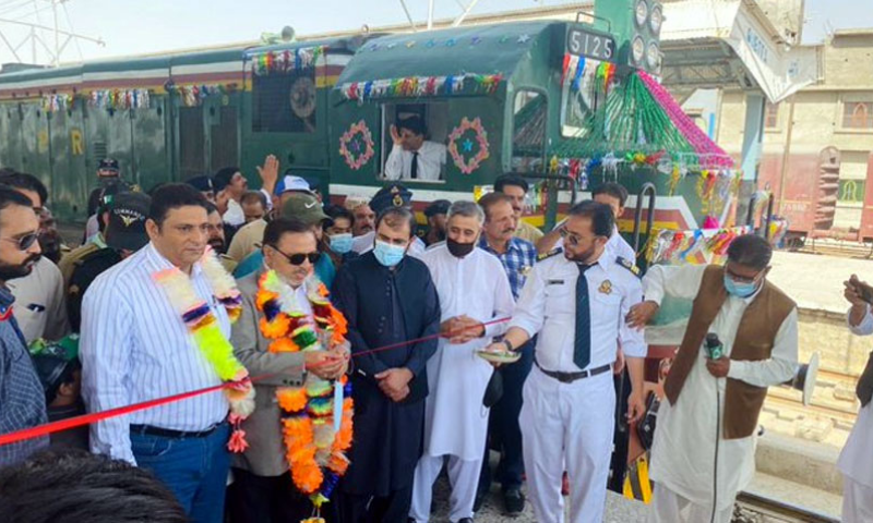Quetta Divisional Superintendent Engineer Akhtar Mahmood inaugurated the train service at a ceremony held at Quetta Railways Station. — Photo courtesy Radio Pakistan