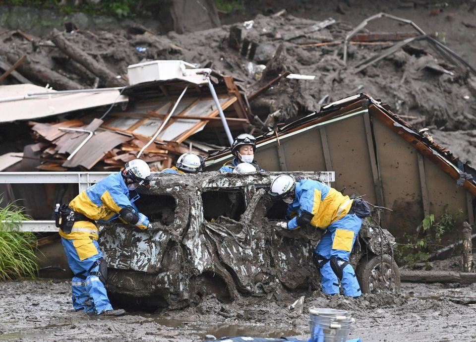 جاپان: خطرناک لینڈ سلائیڈنگ کے باعث 2 افراد ہلاک، 20 لاپتا