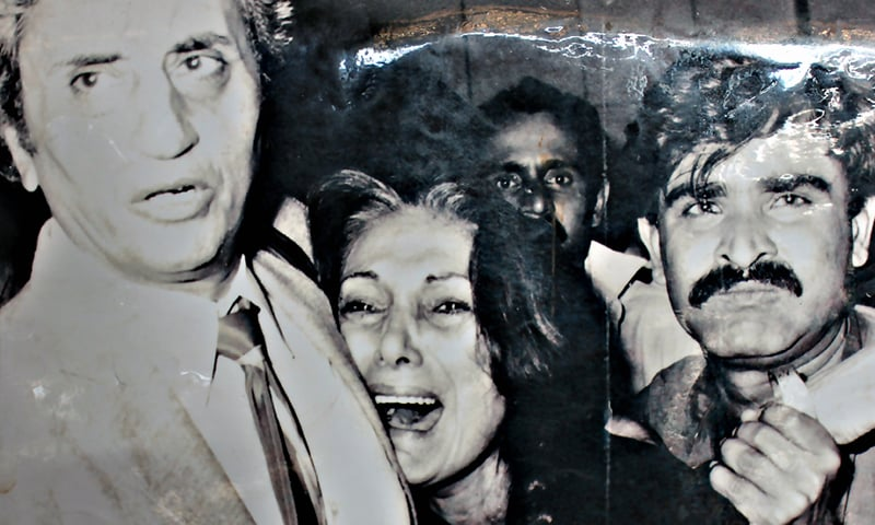 ذوالفقار علی بھٹو کو پھانسی دیے جانے کے بعد بیگم نصرت بھٹو غم سے نڈھال ہیں