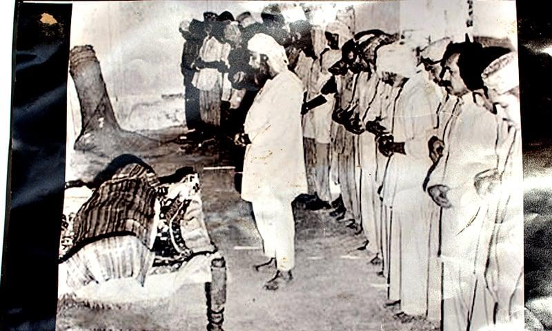 ذوالفقار علی بھٹو کی نماز جنازہ ادا کی جارہی ہے