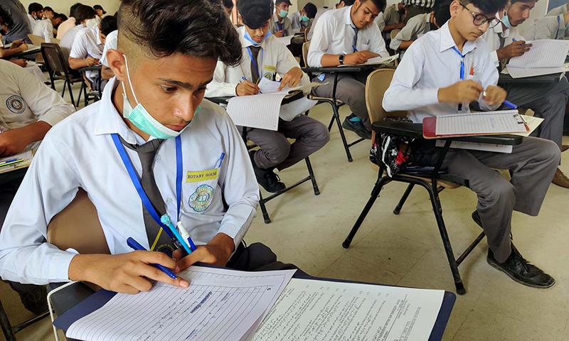 کراچی: میٹرک امتحانات میں بدترین بدانتظامی پر 3 رکنی تحقیقاتی کمیٹی قائم