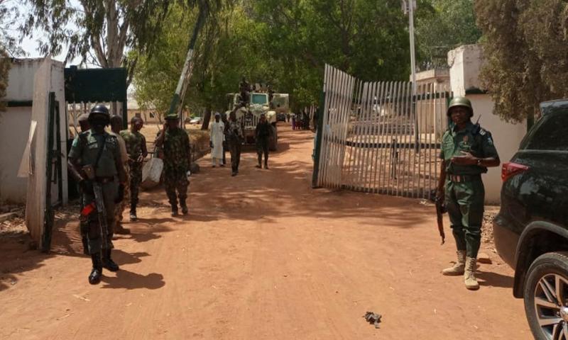 نائیجیریا کی شمالی ریاستوں میں اسکول کے بچوں کے اغوا کے واقعات اکثر پیش آتے ہیں—فائل/فوٹو: رائٹرز