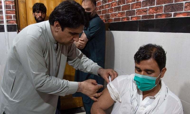 قومی ادارہ صحت، پاکستان میں کورونا وائرس کی مختلف اقسام کی موجودگی کی نگرانی کر رہا ہے — فائل فوٹو / اے ایف پی