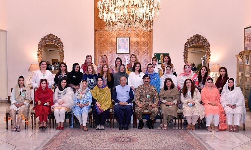 President Dr Arif Alvi is pictured with participants of the 7th National Workshop on Balochistan at the Aiwan-i-Sadr on Wednesday. — PID