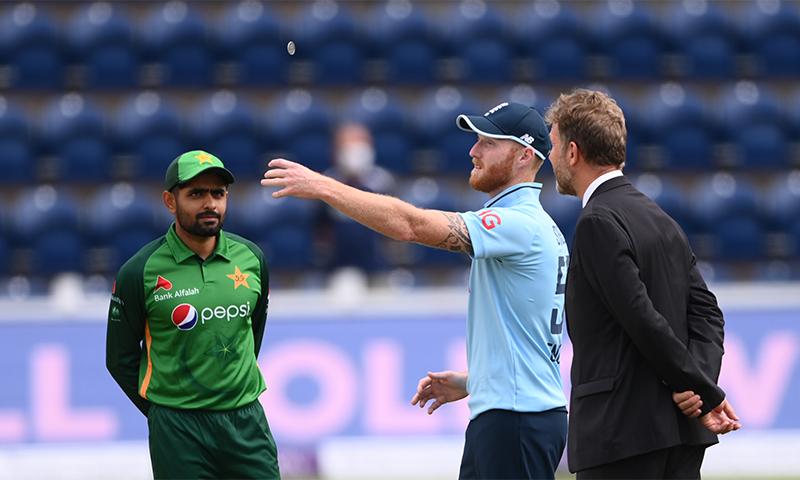 پہلے ون ڈے میچ میں انگلینڈ  نے ٹاس جیت کر پاکستان کو بیٹنگ کی دعوت دی تھی— فوٹو: پاکستان کرکٹ/ٹوئٹر