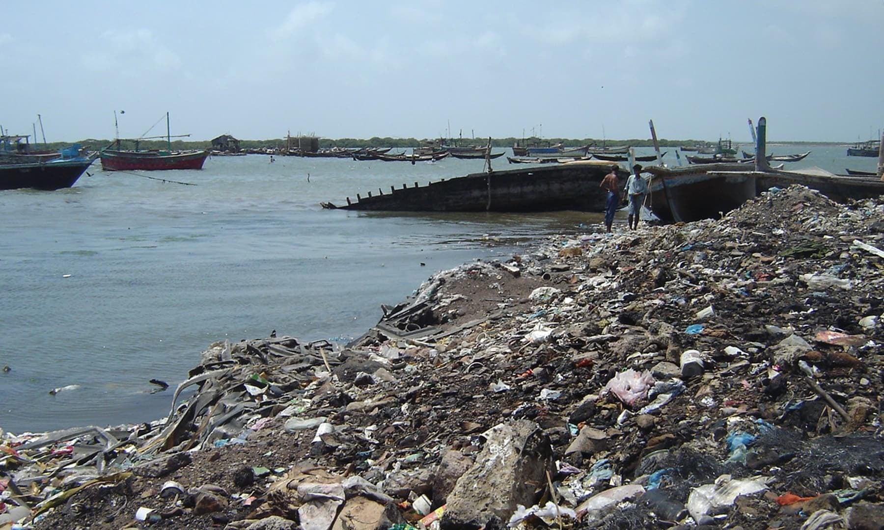 روزانہ 5 سے 10 ہزار ٹن کوڑا کرکٹ سمندر میں پھینکا جاتا ہے
