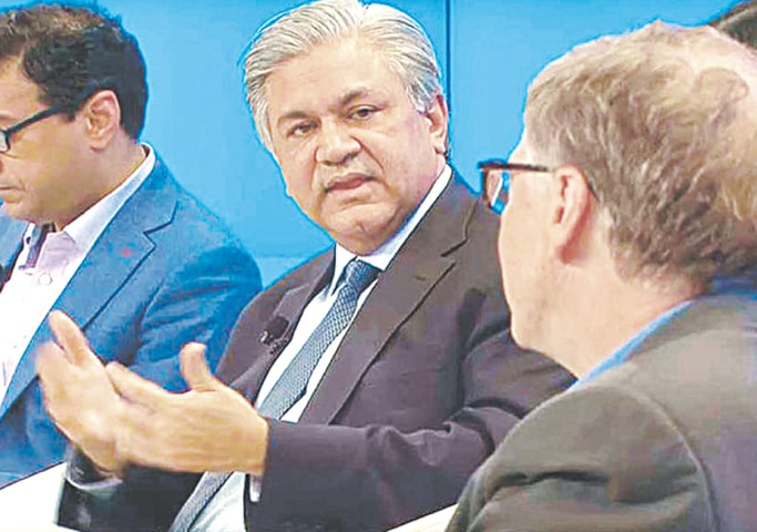 Arif Naqvi and Bill Gates at the 2018 World Economic Forum at Davos | Dawn file photo
