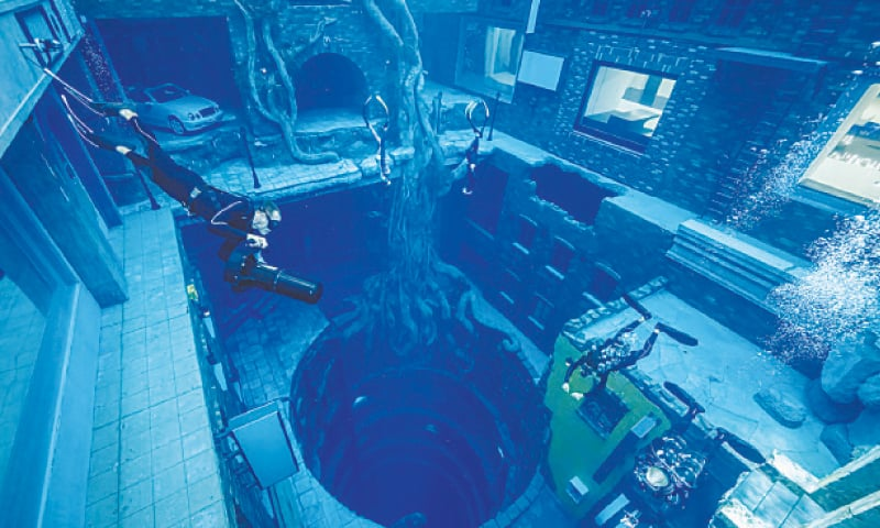 A VIEW of scuba divers at Deep Dive Dubai, the deepest pool in the world.—Reuters