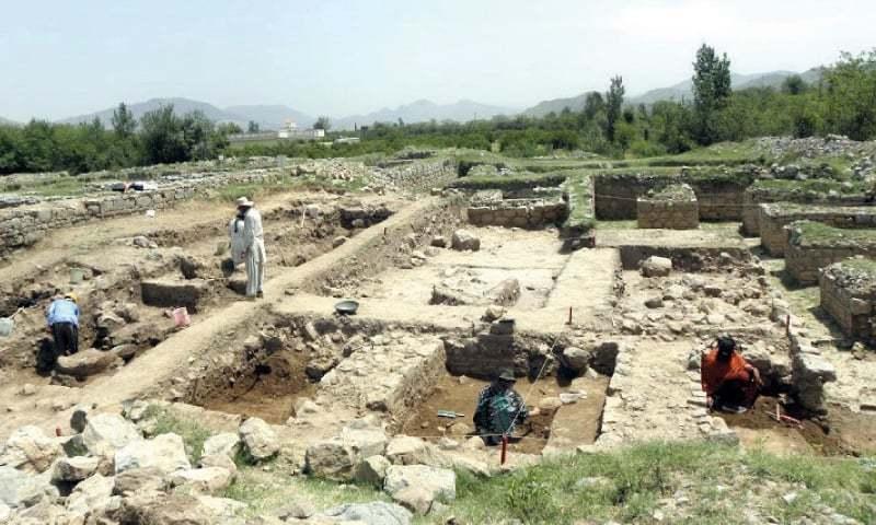 ٹیکسلا میں تاریخی ورثے کی ترقی اور بحالی کا کام جاری ہے — فوٹو: ڈان اخبار