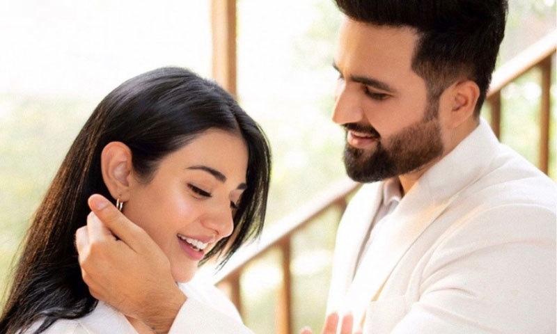 فلک شبیر اور سارہ خان کا شادی کی پہلی سالگرہ پر مداحوں کو 'زندگی' کا تحفہ