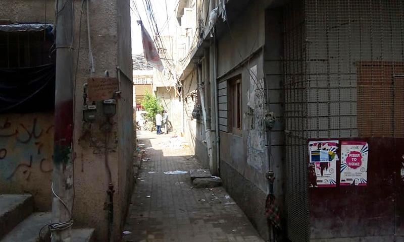 گلی نمبر ایک سے زیرو لائن کی سمت 'سقے والی' گلی کا ایک حالیہ منظر
