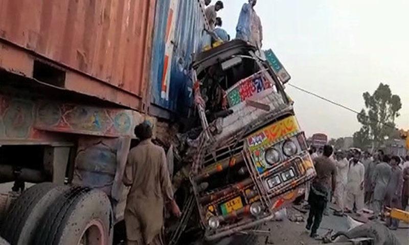 واقعے میں 44 مسافر زخمی ہیں—فوٹو: ریڈیو پاکستان