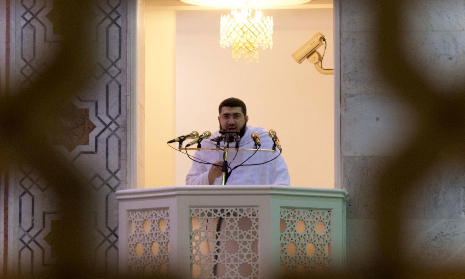 شیخ بندر بن عبد العزيز بليلہ نے مسجد نمرہ میں خطبہ حج دیا—فوٹو: بشکریہ حرمین شریفین ٹوئٹر