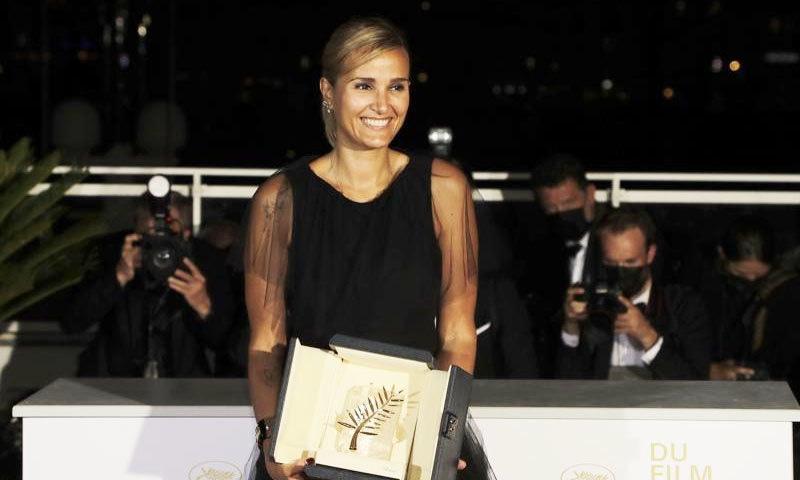 تاریخ میں دوسری مرتبہ خاتون فلم ساز نے 'کانز' کا سب سے بڑا ایوارڈ جیت لیا