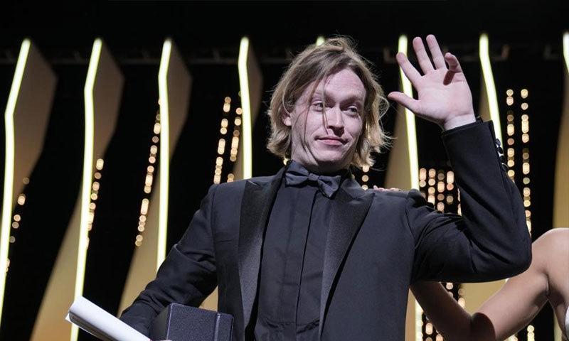 سلیب لونڈری جونز نے بہترین اداکار کا ایوارڈ جیتا—فوٹو: اے پی