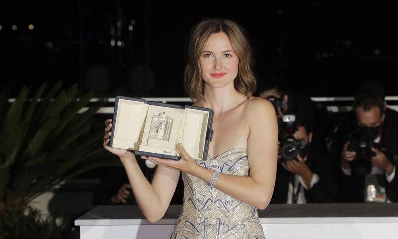 رناتے رنسو کو بہترین اداکارہ کا ایوارڈ دیا گیا—فوٹو: اے پی