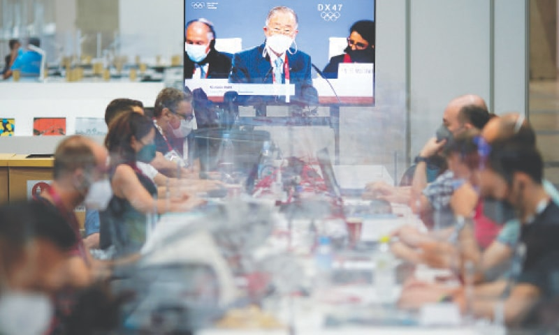 A PRESS conference featuring Ban Ki-moon, chief of the IOC Ethics Commission, is broadcasted in the main press centre where journalists are separated by plastic barriers as part of Covid-19 countermeasures at the Tokyo Olympics on Tuesday.—AP