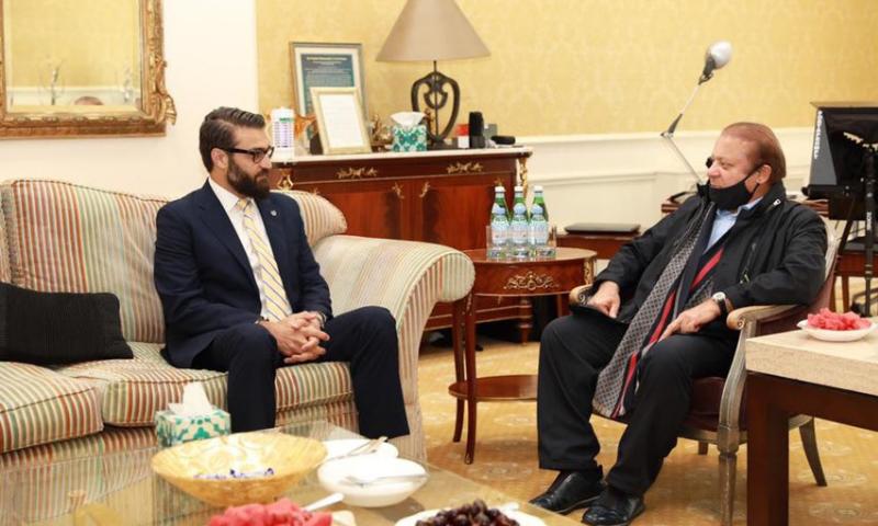 لندن میں مقیم  سابق وزیر اعظم نواز شریف سے افغان سلامتی امور کے مشیر حمد اللہ محب نے ملاقات کی تھی۔ - فوٹو بشکریہ ٹوئٹر