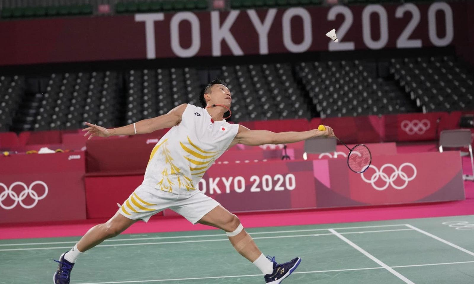ٹوکیو میں خالی میدان اور بغیر تماشائیوں کے اولمپکس مقابلے جاری ہیں—فوٹو: اے پی