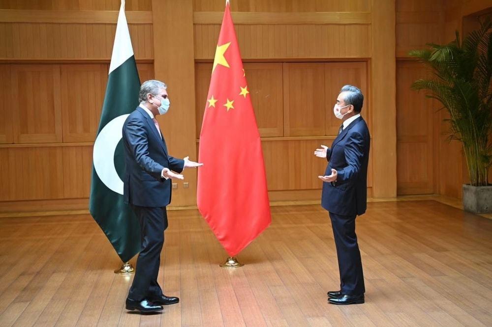 وزیر خارجہ شاہ محمود قریشی اپنا چین کا دو روزہ دورہ مکمل کرکے وطن واپس پہنچ گئے — فوٹو: ٹوئٹر