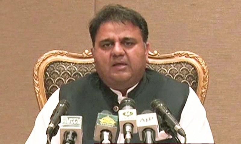 فواد چوہدری نے کابینہ اجلاس کی تفصیلات سے میڈیا کو آگاہ کیا—فوٹو: ڈٓن نیوز
