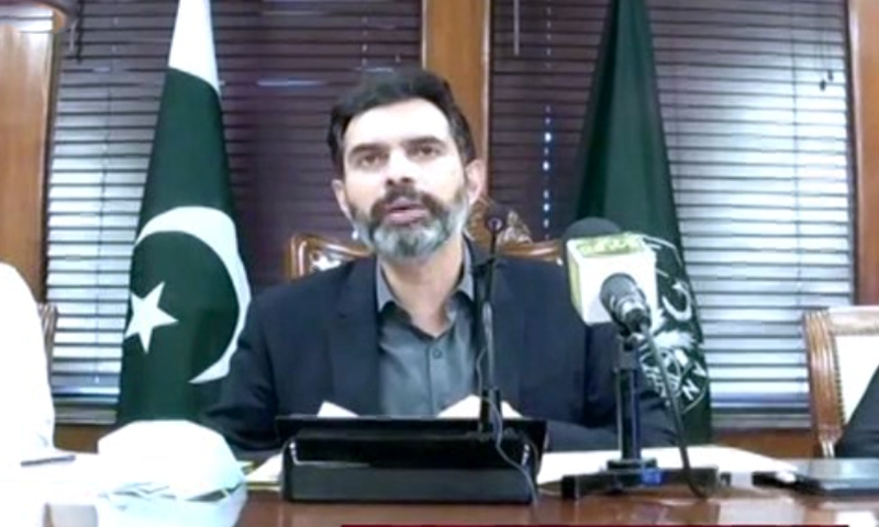State Bank of Pakistan Governor Dr Reza Baqir addresses a press conference in Karachi on Tuesday. — DawnNewsTV