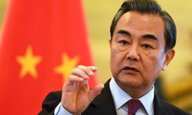 طالبان کے نو رکنی وفد نے دو روزہ دورے پر شمالی چین کے شہر تیانجن میں وزیر خارجہ وانگ یائی سے ملاقات کی— فائل فوٹو: رائٹرز
