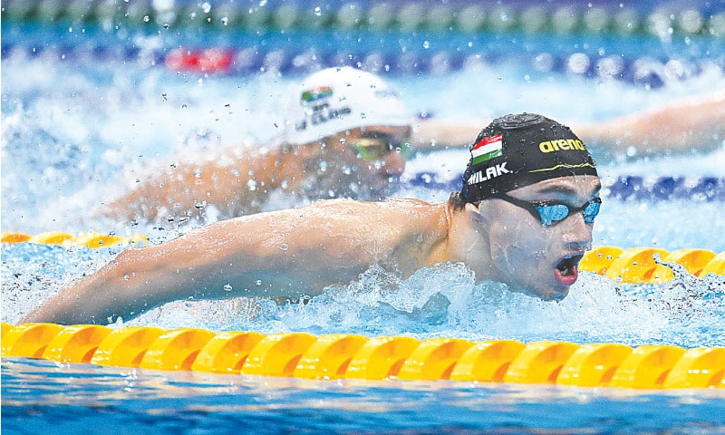 HUNGARY'S Kristof Milak competes on his way to winning the men's 200m butterfly final at the Tokyo Aquatics Centre on Wednesday.—AFP