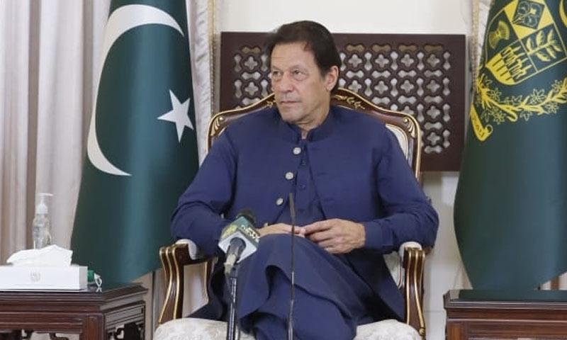 وزیراعظم عمران خان نے افغان صحافیوں سے گفتگو کی —تصویر: ڈان نیوز