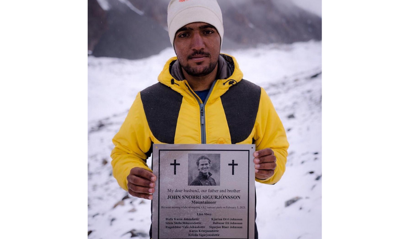 Sajid Sadpara holds a plaque in memory of Iceland's John Snorri which will be placed at the Gilkey Memorial. — Elia Saikaly Instagram