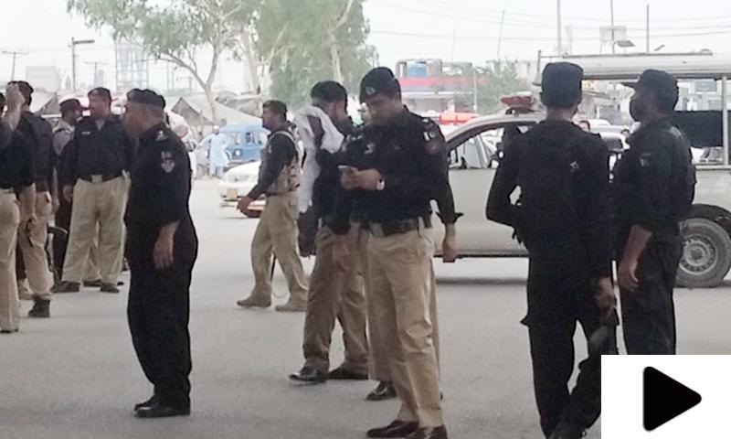پشاور میں پولیس موبائل پر دستی بم حملہ