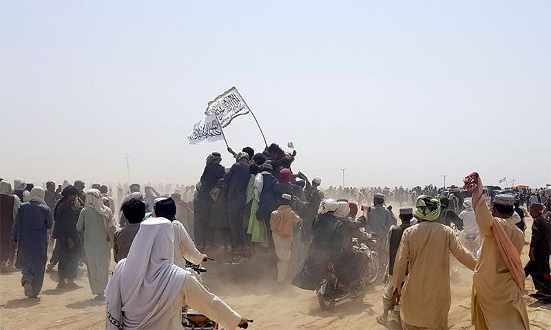 اقوام متحدہ مشن کے صوبائی ہیڈ کوارٹر کے قریب افغان سکیورٹی فورسز اور طالبان میں زبردست جھڑپیں ہوئیں— فوٹو: رائٹرز