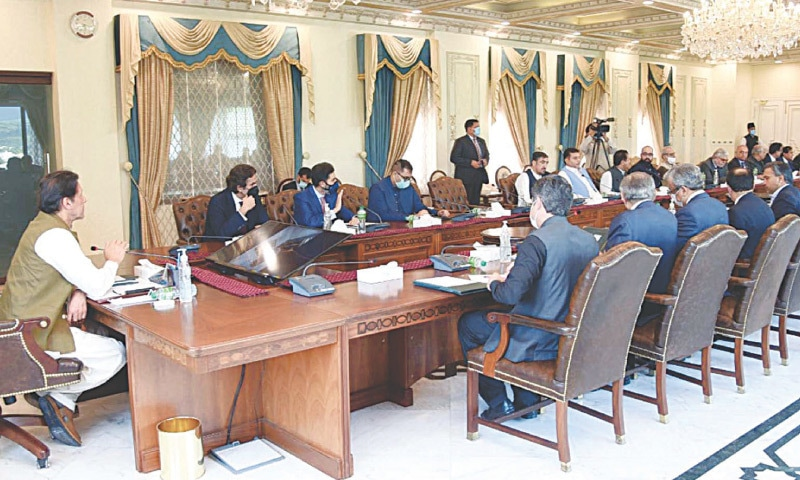ISLAMABAD: Prime Minister Imran Khan in meeting with presidents of major chambers of commerce on Friday. — PPI