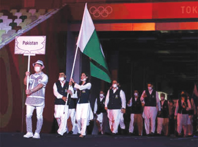 The Pakistan contingent walks out at the Tokyo Olympics with Mahoor Shahzad (badminton) and Khalil Akhtar (shooting) as the flag bearers