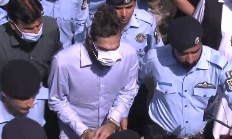 Zahir Jaffer, the alleged killer of former diplomat's daughter Noor Mukadam, is brought to a court in Islamabad. — DawnNewsTV/File