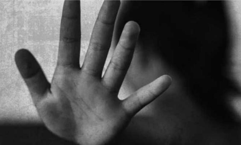 کورنگی میں 28 جولائی کو 6 سالہ بچی کی لاش کچرہ کنڈی سے ملی تھی—فائل/فوٹو: اے ایف پی