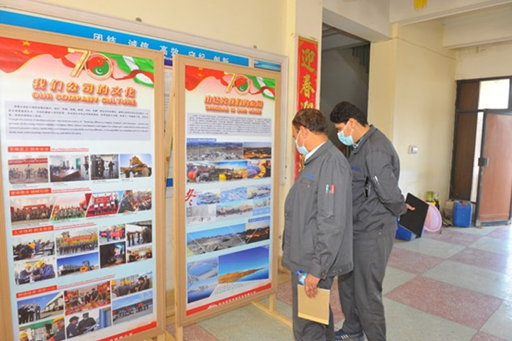 QUETTA: People take interest in the photo exhibition.—Dawn