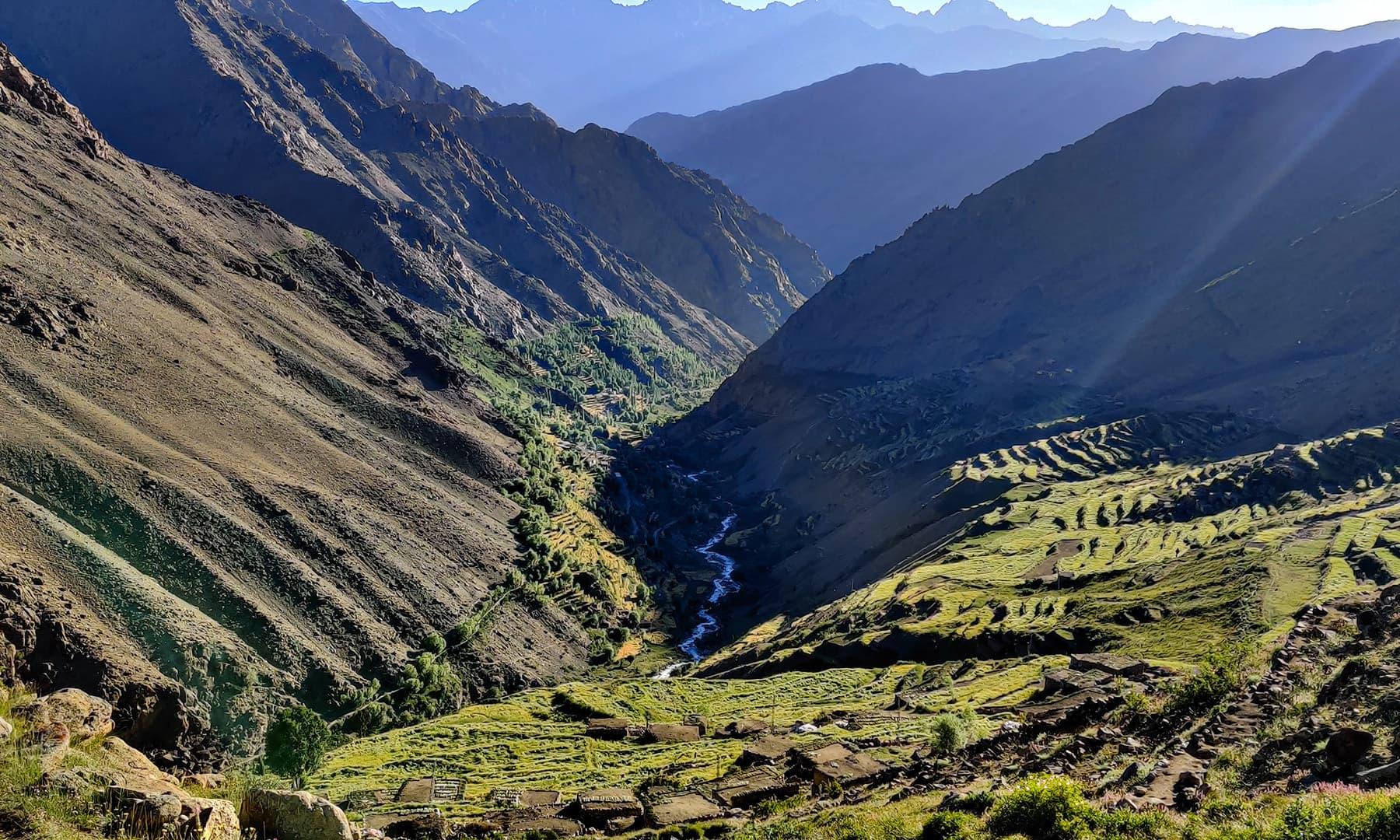 بلندی سے کوسورو گاؤں کا ایک خوبصورت منظر