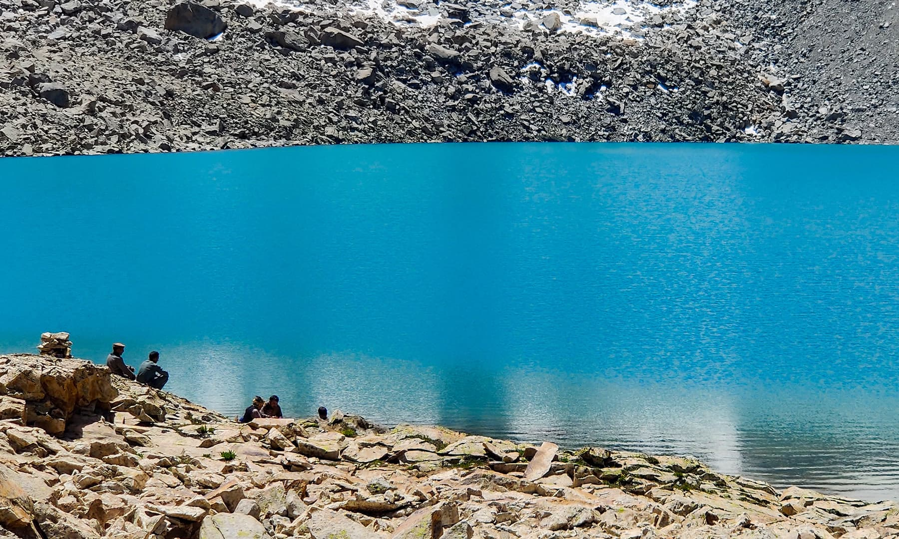جھیل کا ایک اور منظر