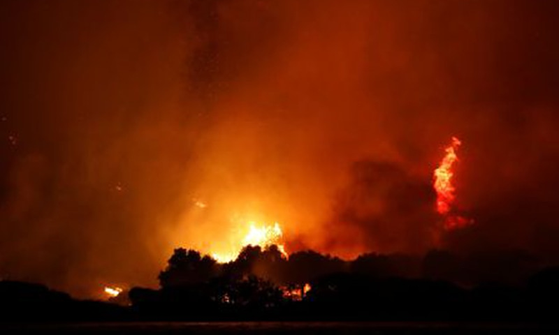 Night sky turns orange as Turkey's wildfires rage on at the shores of Cokertme village near Bodrum. — Reuters/File