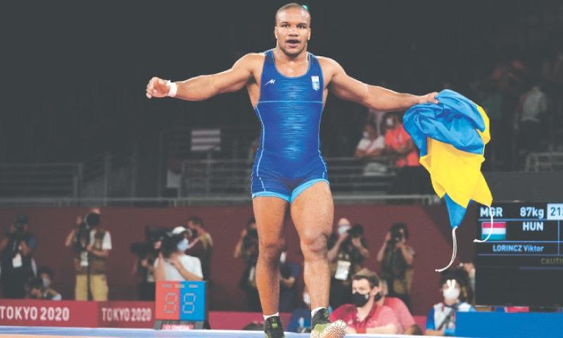 ZHAN Beleniuk celebrates his victory.—AP