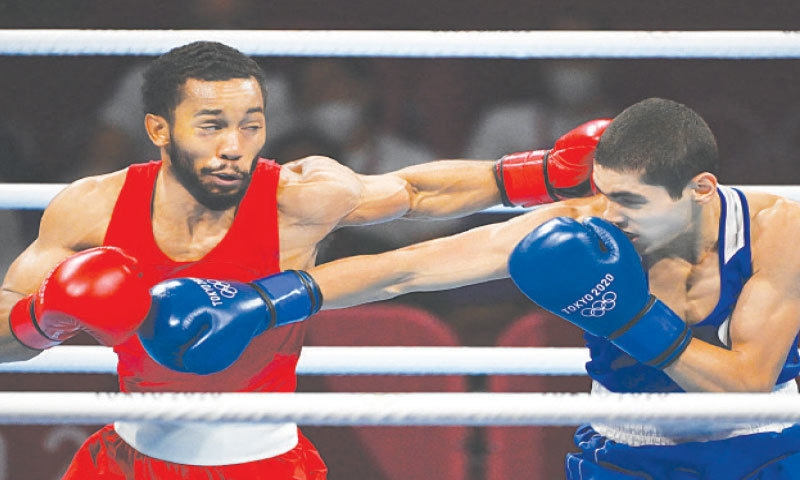 DUKE Ragan (L) of the US and Russia's Albert Batyrgaziev fight during their men's featherweight boxing final at the Kokugikan Arena on Thursday.—AFP