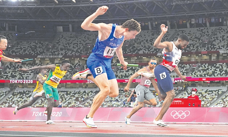 FILIPPO Tortu (front) crosses the finish line ahead of Britain's Nethaneel Mitchell-Blake to lead Italy to victory in the men's 4x100m relay on Friday.—AP