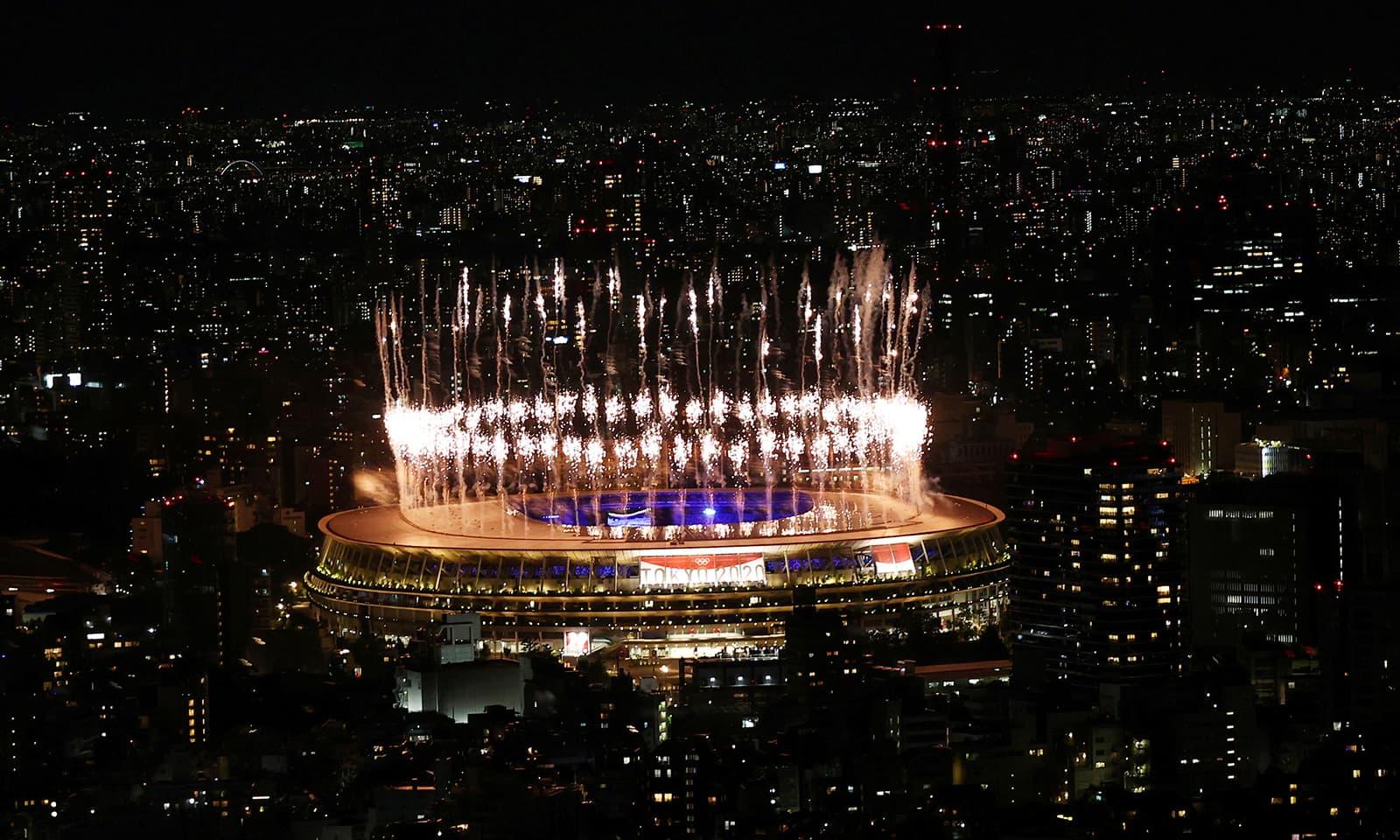 ٹوکیو کی اولمپک انتظامیہ نے آتش بازی کا شان داری مظاہرہ کیا—فوٹو:رائٹرز