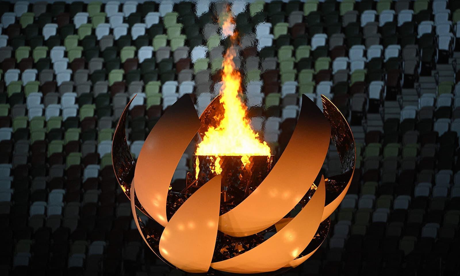 ٹوکیو گیمز کی اولمپک مشعل جاپان میں آخری دفعہ روشن ہوئی—فوٹو: اے ایف پی