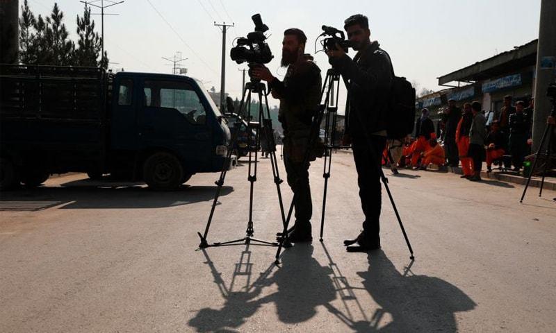 طالبان نے افغان ریڈیو اسٹیشن منیجر کو قتل، صحافی کو اغوا کرلیا، حکام